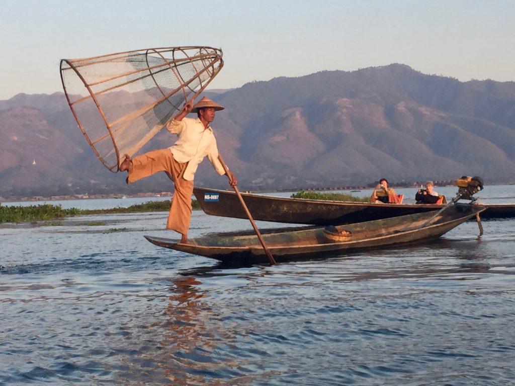 שיטת הדייג הייחודית באגם אינלה