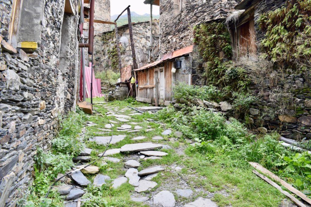 כפר נטוש בדרך לאושגולי