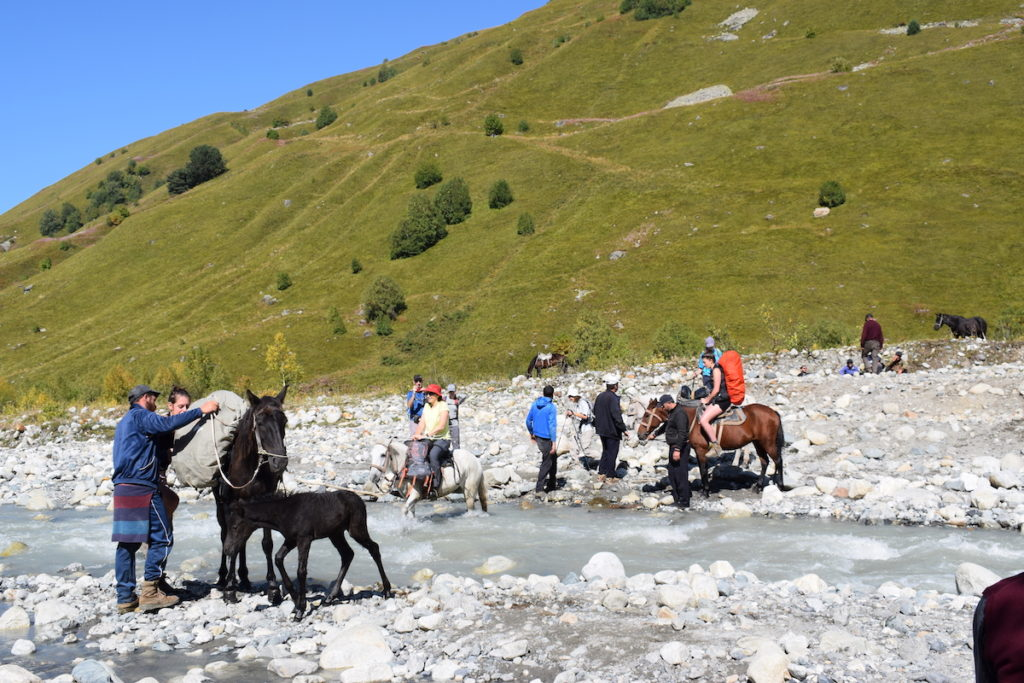 מעבר הנהר על ידי סוסים ביום השלישי