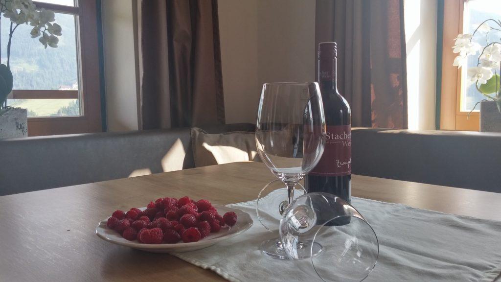 יין ופירות יער חיכו לנו במלון Kendlhof