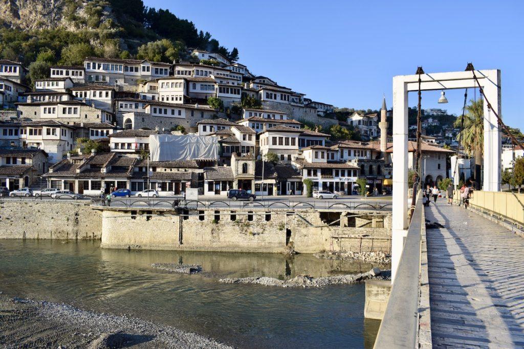 הגשר של בראט והבתים העתיקים המפורסמים